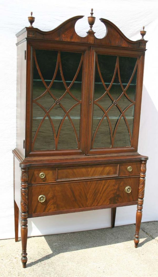 15: Fine quality mahogany china cabinet w acanthus carv