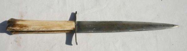 1013: early ca 1790's belt dagger - initialed
