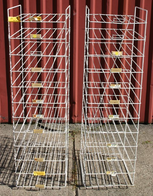1006: 2 metal display racks