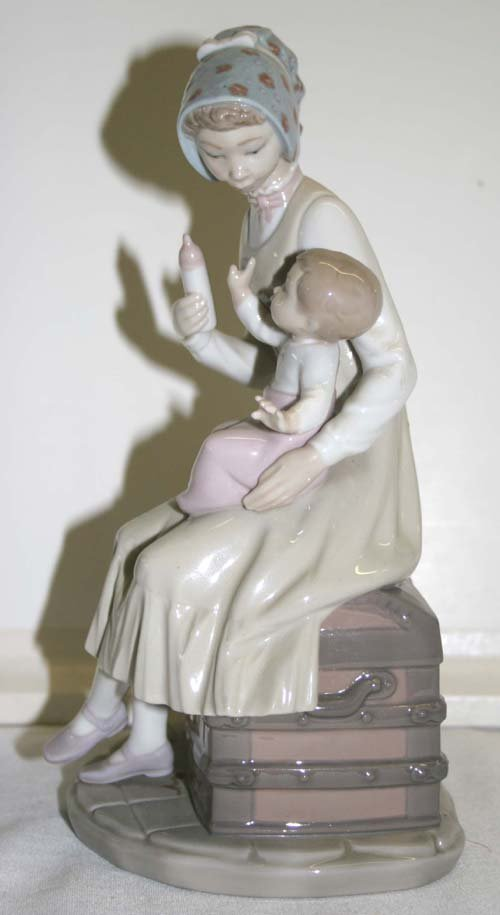 18: Lladro porcelain figurine Mother feeding baby a bot