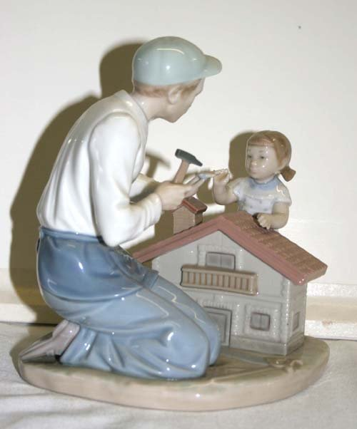 19: Lladro porcelain figurine Father & little girl buil