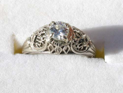 14k white gold filigree ring w beautiful solitaire