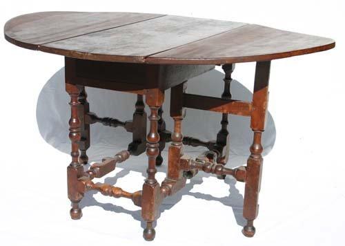 140: Important Rhode Island ca 1710-1740 gateleg table