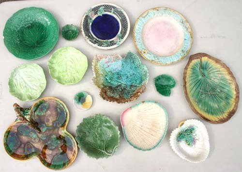 17: approx 14 Majolica plates, trays, etc incl Griffin