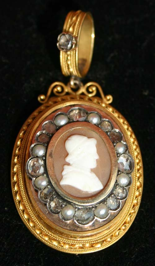 20A: late 18th/ early 19thC 18k shell carved cameo broo