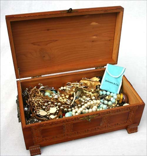 160A: Costume jewelry lot
