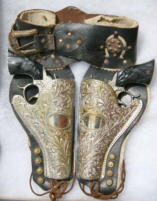 "2: ""Texas"" Western Toy gun & holster set"