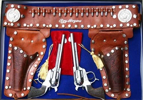 16: Fantastic Roy Rogers Western toy gun & holster set