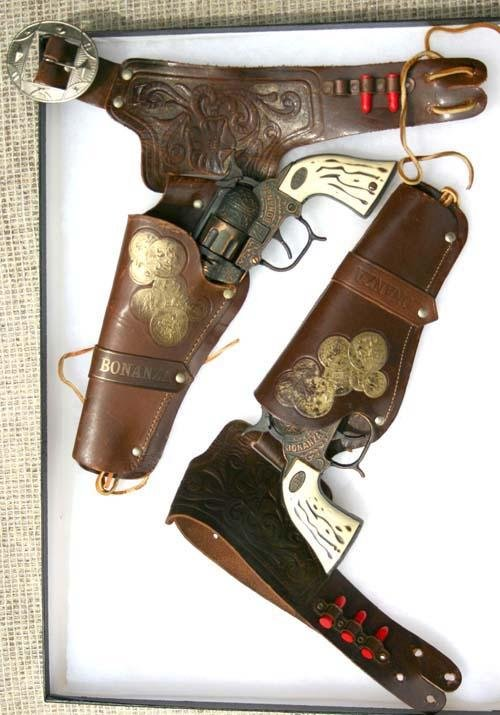"158: ""Bonanza 44"" pr Western toy gun in ""Bonanza"" holst"