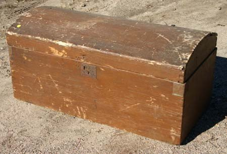 4: Early 19thC dometop dovetailed trunk w till in old S