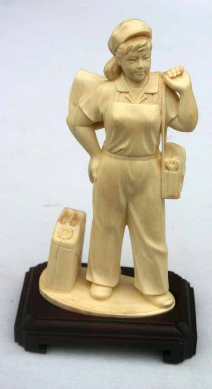 206: fine antique Chinese carved ivory female worker w