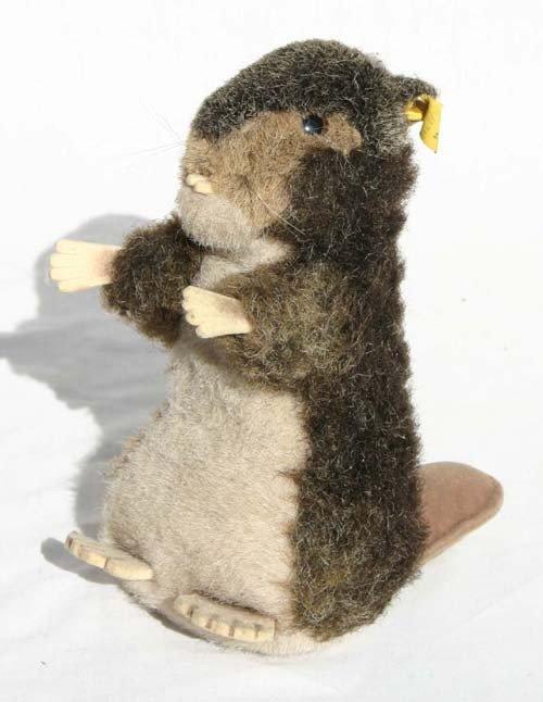 """9: 8"""" tall Steiff beaver w button in ear"""
