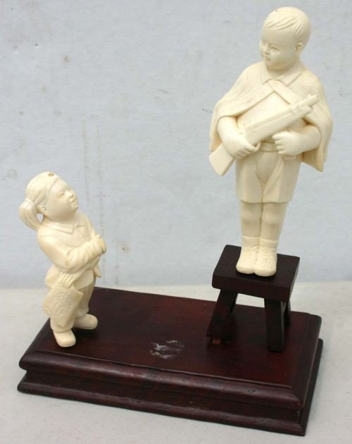 194: Outstanding orig boxed Chinese carved ivory figura