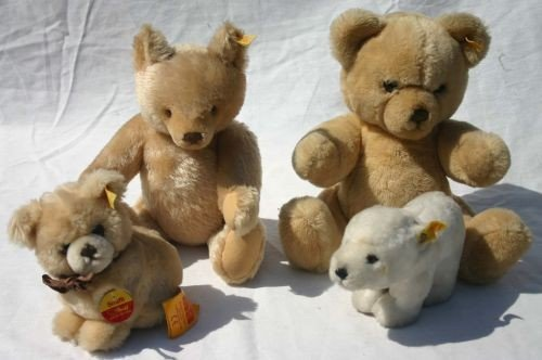 15: lot of eight 1980's Steiff stuffed animals w bookle