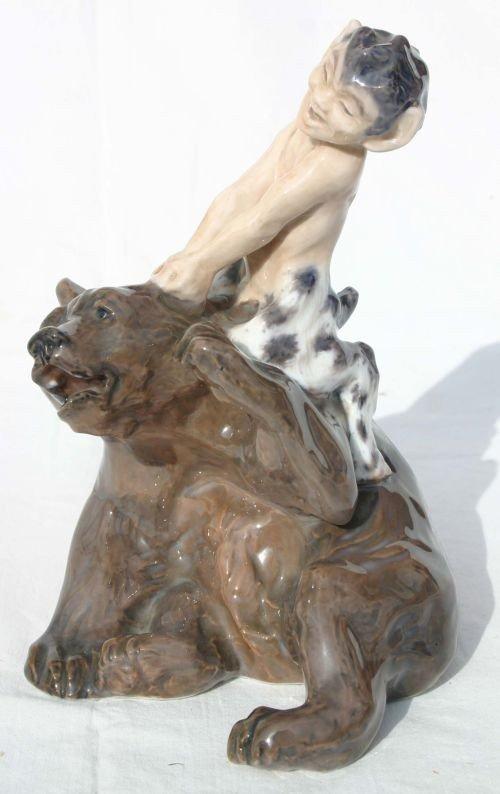 """252: Rare Royal Copenhagen #1804 """"Faun on Bear"""" porcela - 2"""