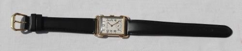 18: A very fine quality 1940's Le Coultre 14k gold tank