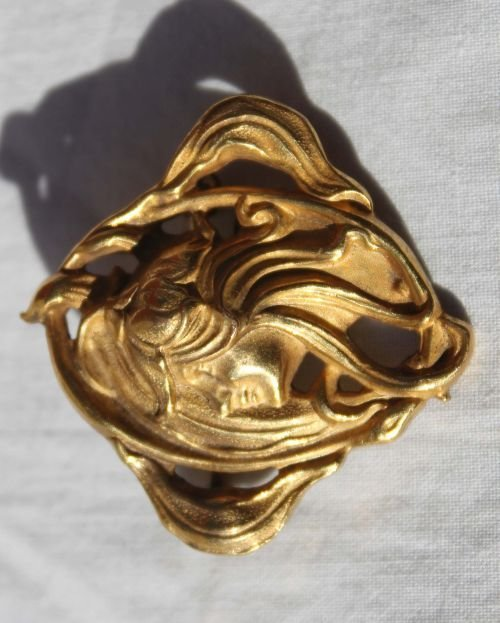 32: Vintage Art Nouveau gold brooch featuring beautiful