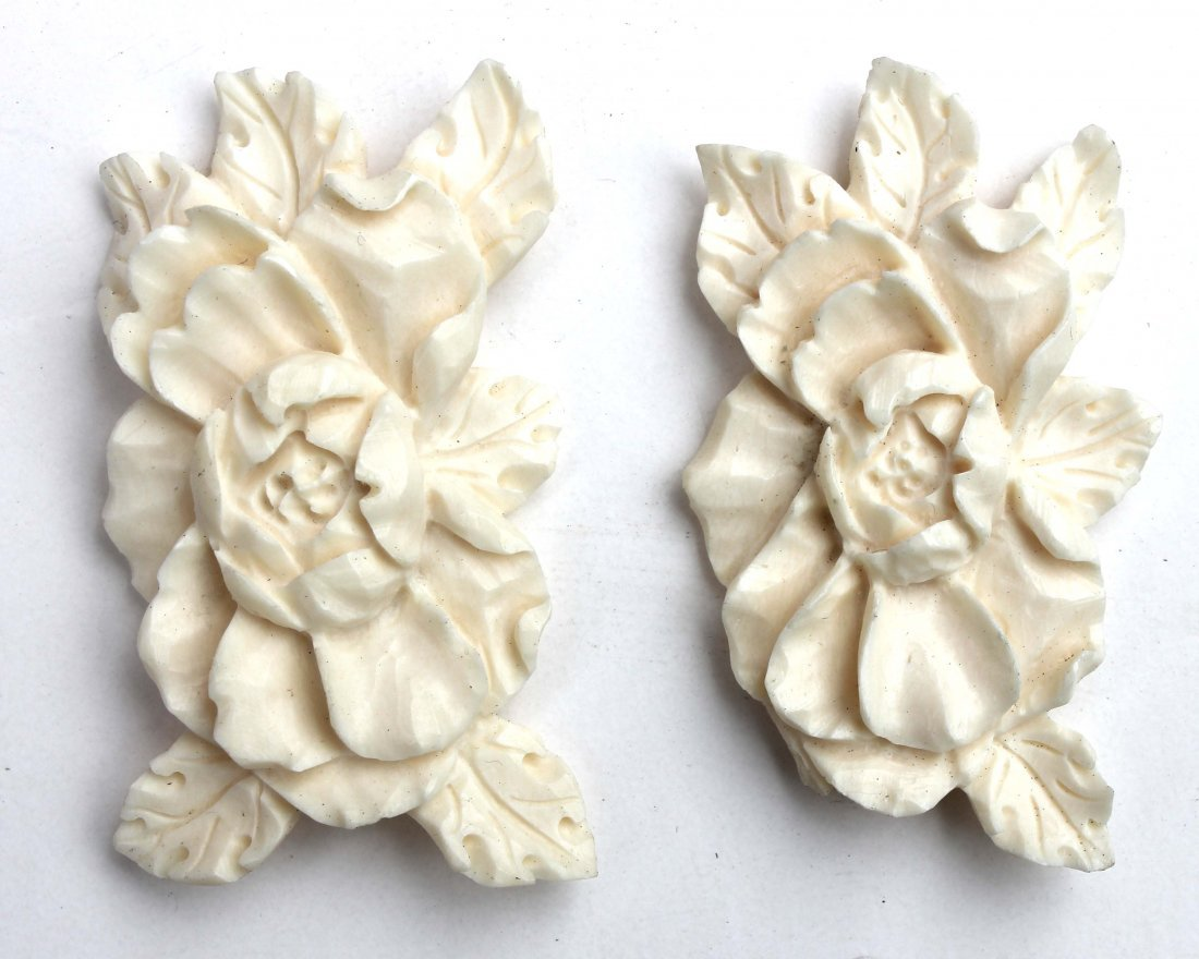 """18: 2 Chinese carved ivory floral pieces - 2"""""""