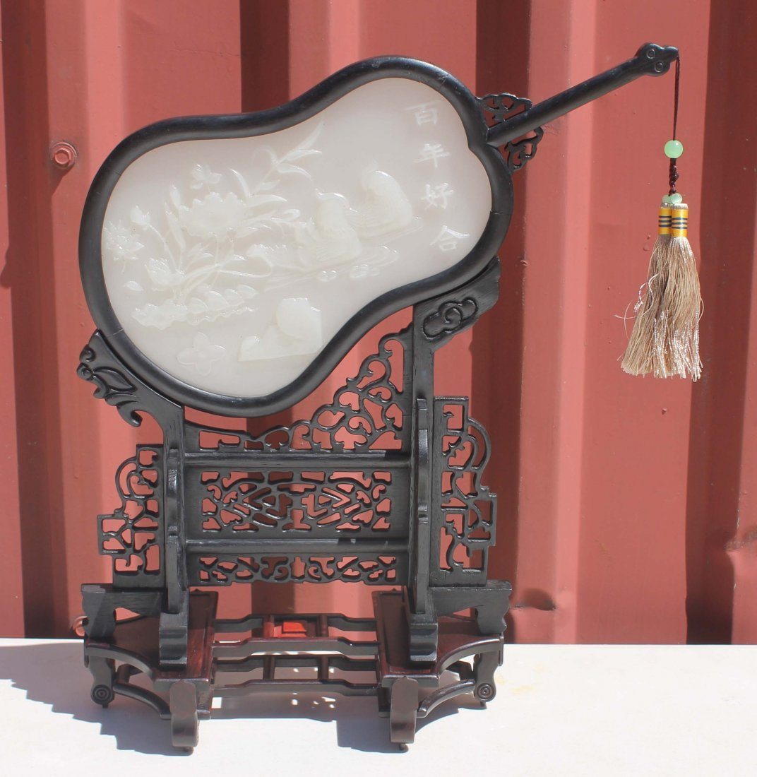158: Chinese white jade type table screen in orig box
