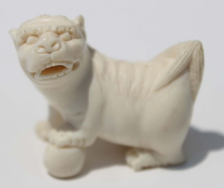 """18: Chinese carved ivory foo dog - 1 1/4"""" wide"""