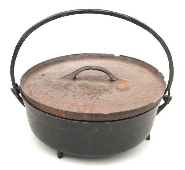 """10: ca 1770 cast iron Dutch oven - 13"""" diam"""