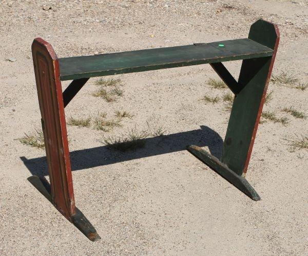 17: early 19thC fine form PA shoe ft bucket bench in gr