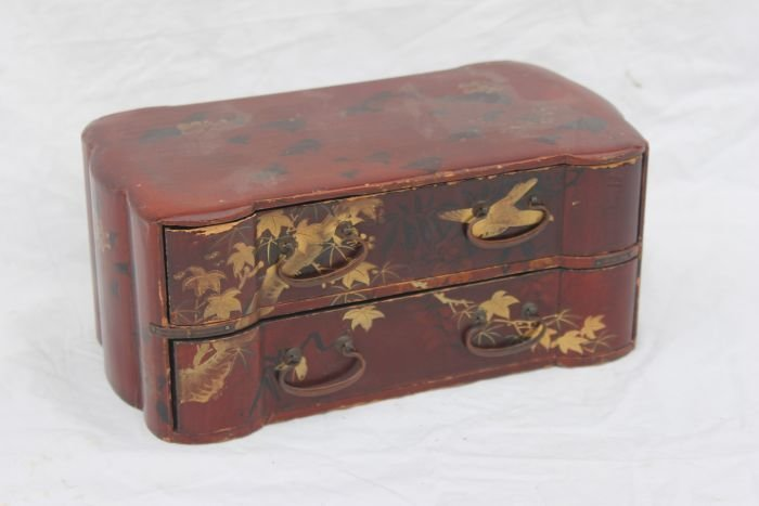 4: small antique Chinese 2 drawer red lacquer box w gol