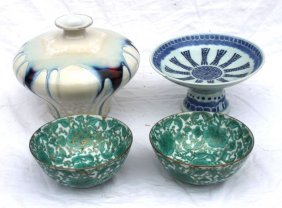 22: lot of Asian items incl 2 Japanese rice bowls, blue