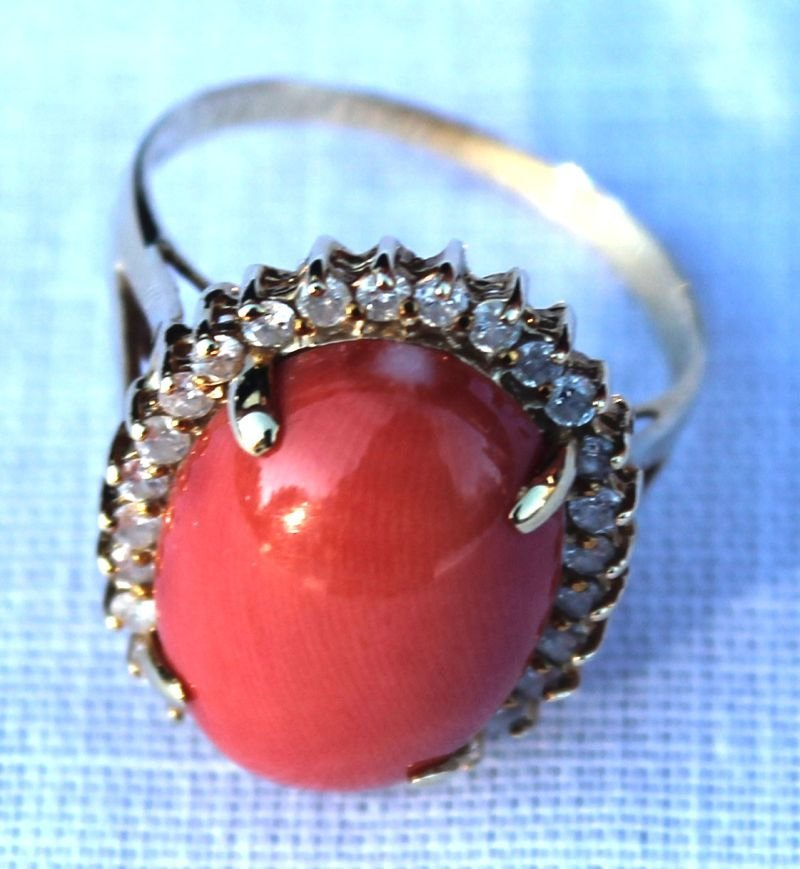 161A: 14k diamond & coral ring
