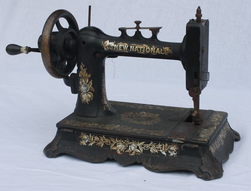 """New National"" hand crank sewing machine - 4"
