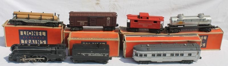 large lot of Lionel trains & accessories incl a quite a