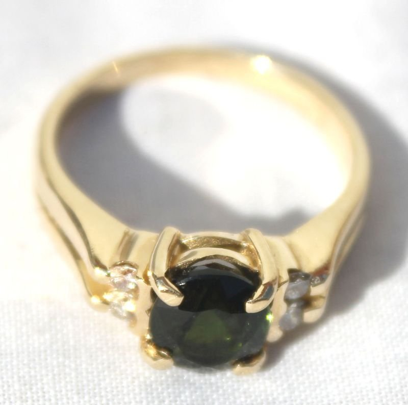 14k ladies ring w 1.25ct Tourmaline surrounded by 4 dia
