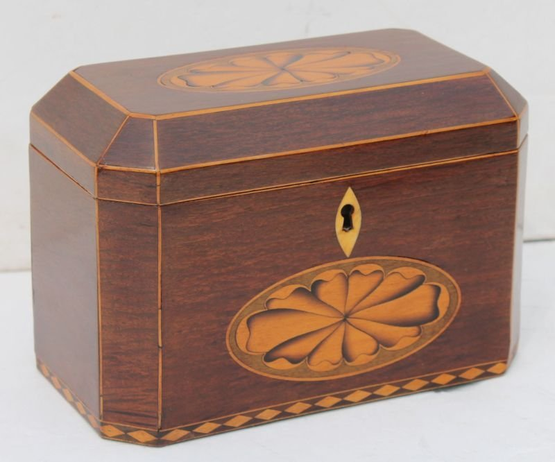 period Federal early 19thC octag shaped mahog tea caddy