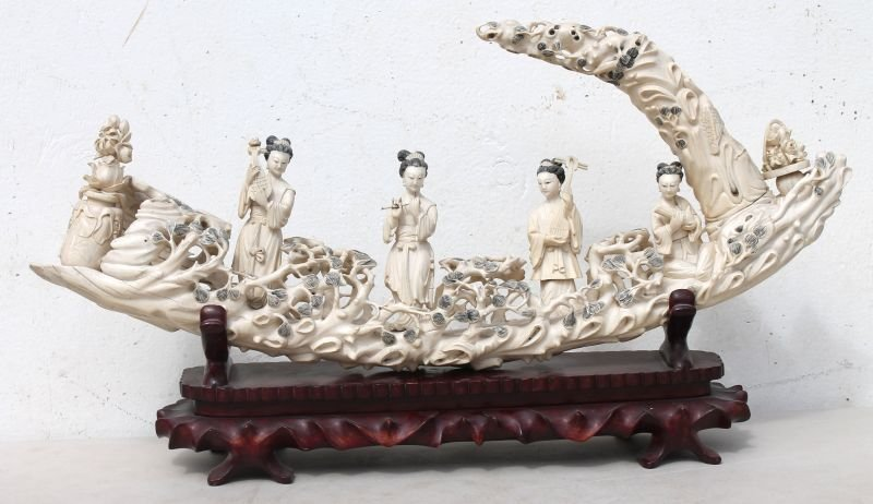 early 20thC tusk form carved Chinese figural grou