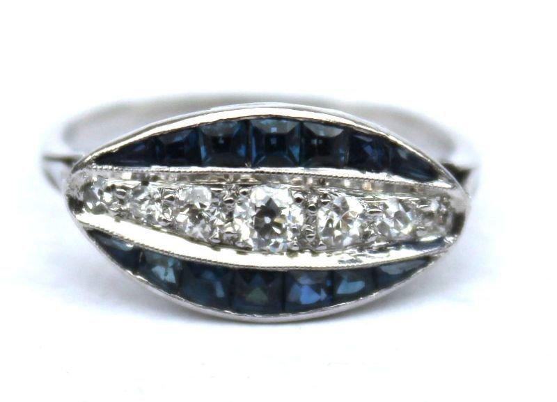 Beautiful platinum Art Deco diamond & sapphire ring