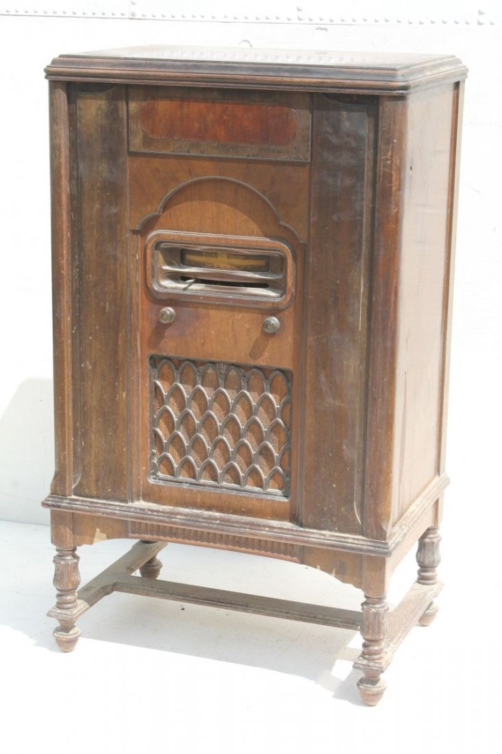"RCA Victor Radiola Model RE-73... 45 1/2"" tall x 18"""