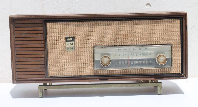 "Philco Table Top Radio- 8 1/2"" tall x 18"" wide x 6"""