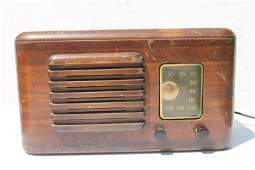 RCA Victor Bakelite Knobs Table Top Radio 8 14 tall