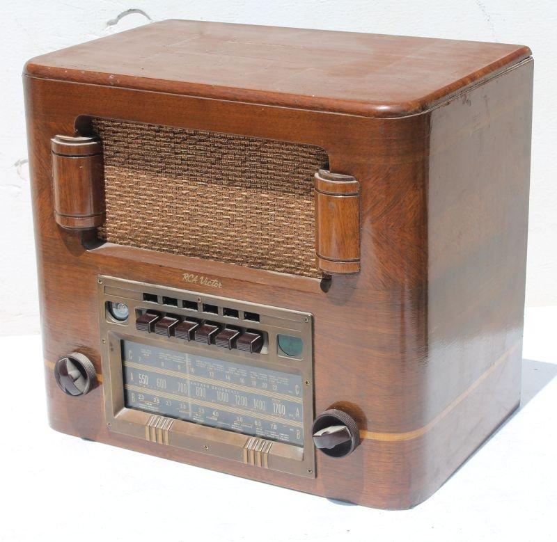 RCA Victor table top radio Model T65 - 12\