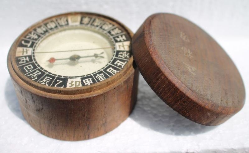 """antique Asian compass in wooden case w lid - sgnd - 3"""""""
