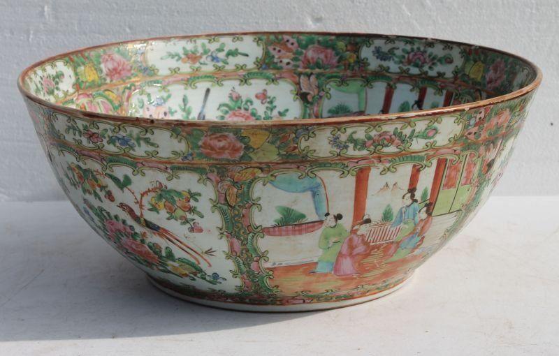 "Fine 19thC Chinese Rose Medallion punch bowl - 15"" diam"