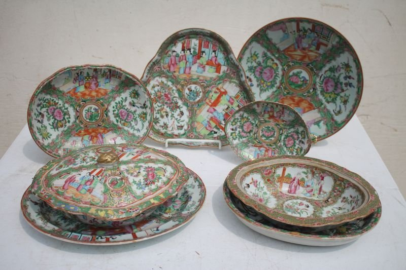 lot of 8 19thC Rose Medallion serving pieces in overall
