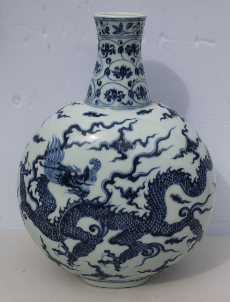 Beautiful Chinese blue & white porcelain moon vase - 12