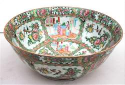 Fine large 19thC Rose Medallion bowl  14 12 diam x 6