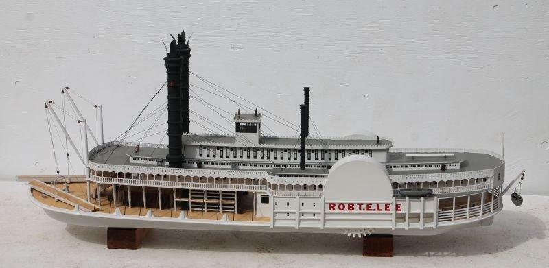 Incredible paddle wheeler boat model of the Robert E