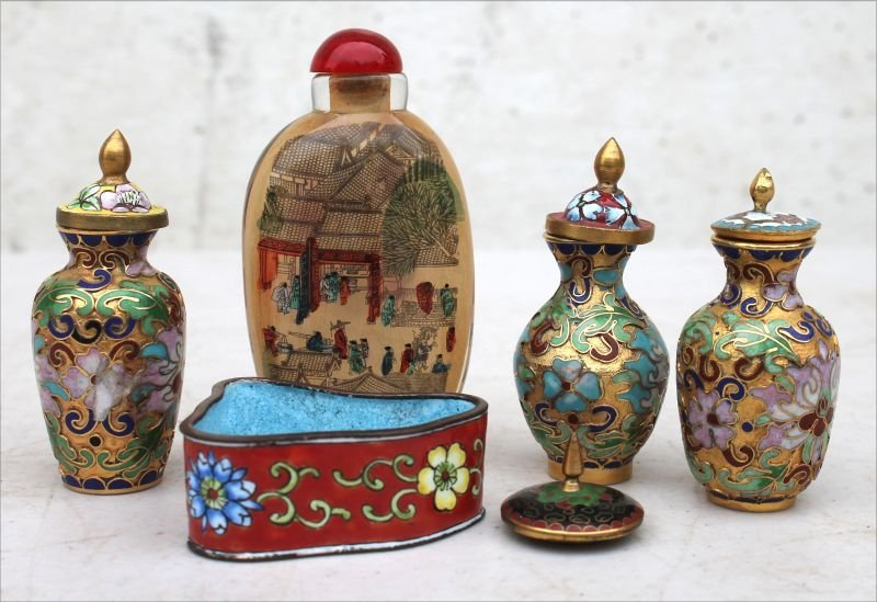 lot of Chinese miniatures incl reverse painted on glass