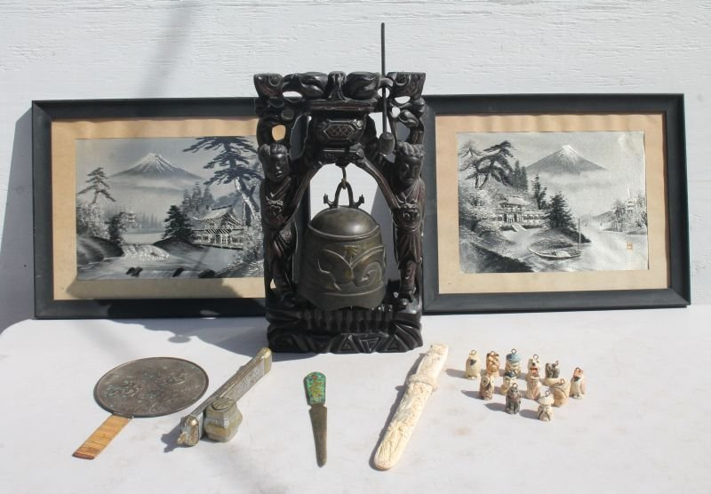 ecclectic lot of Asian items incl carved rosewood gong