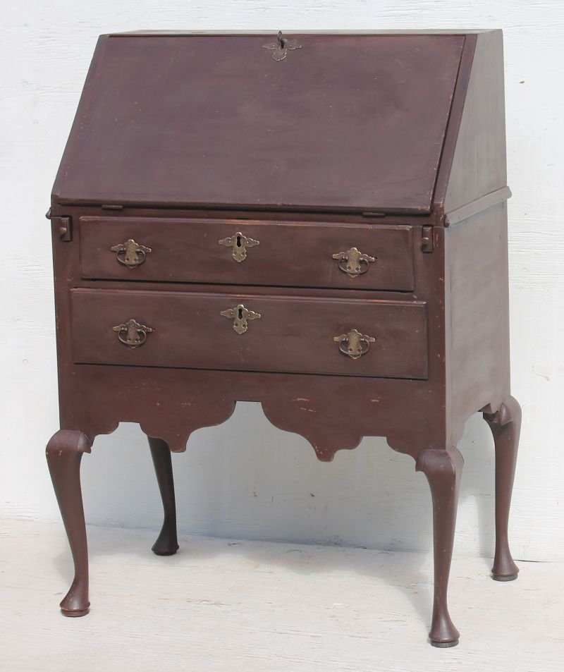 extremely rare & very desirable early ca 1740 MA desk