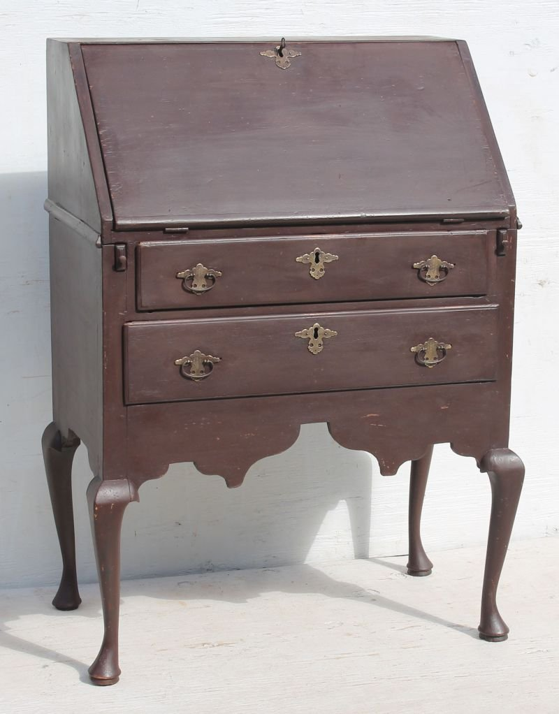 extremely rare & very desirable early ca 1740 MA desk - 2