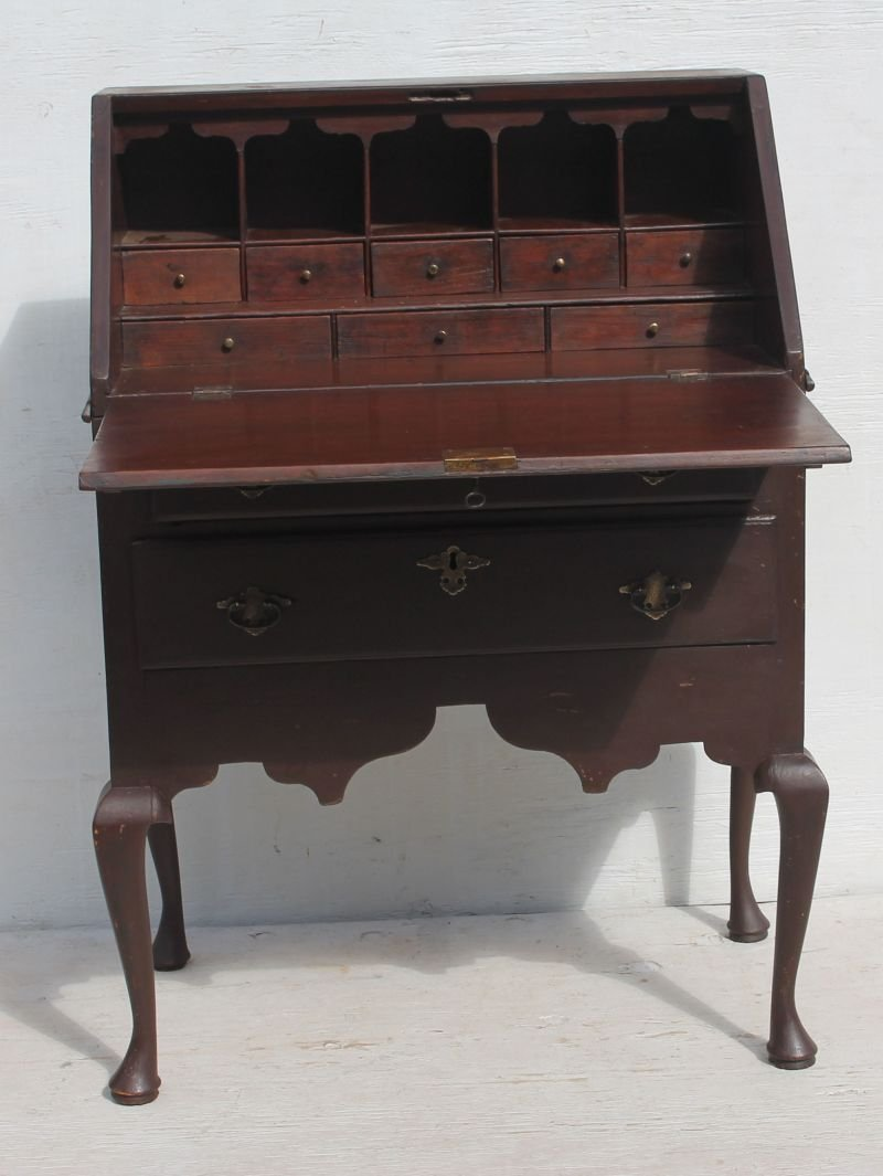 extremely rare & very desirable early ca 1740 MA desk - 4